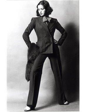 43368-son-premier-tailleur-pantalon